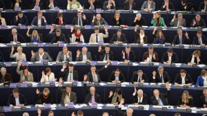 epaselect epa04657510 A general view shows members of the European Parliament voting during the plenary session in the European Parliament in Strasbourg, France, 11 March 2015. The House will vote on separate resolutions on the murder of Russian Boris Nemtsov and the state of democracy in Russia, the annual foreign policy report, the annual report on human rights in the world, and on the cooperation with the League of Arab States. EPA/PATRICK SEEGER